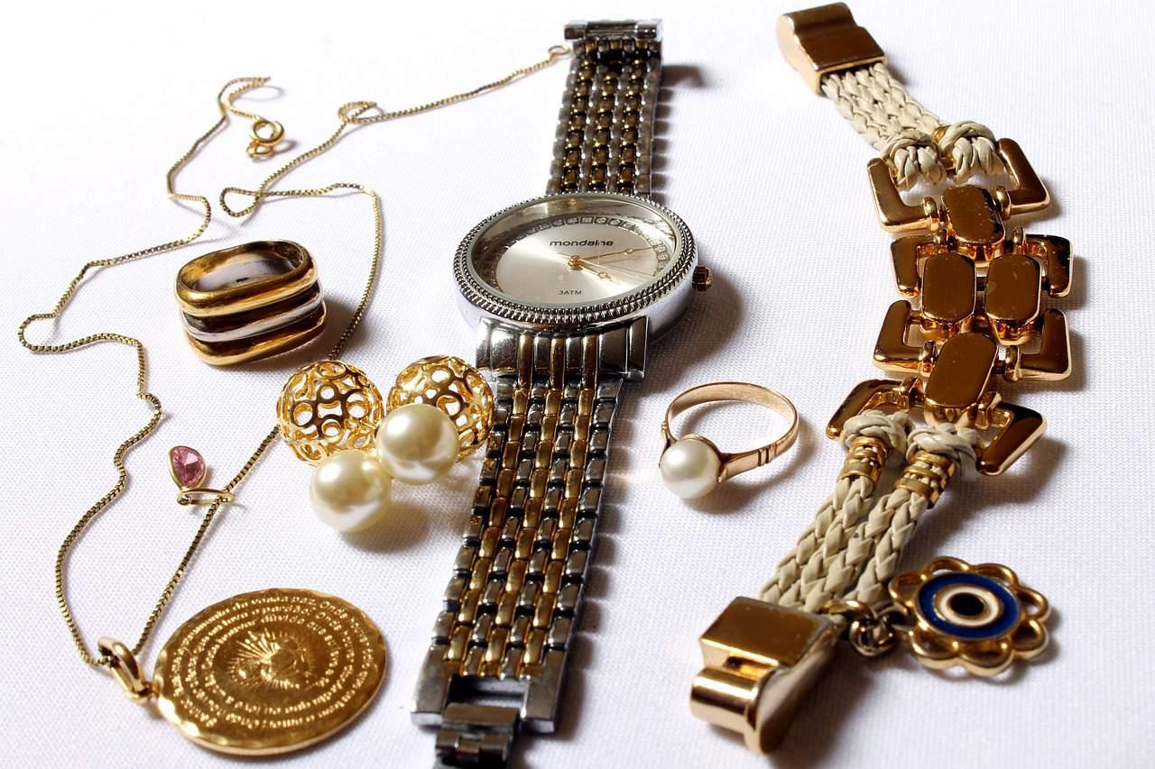 שעון עגילים וצמידים
